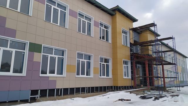 Елена Митина оценила ход строительства школы в селе Незнаново
