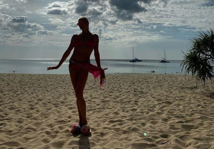 Волочкова обнажилась для пляжной фотографии