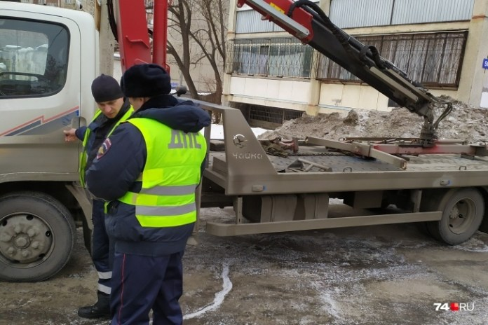 Водитель заставил сотрудника ДПС выписать штраф эвакуаторщику