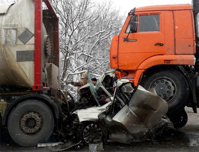 Грузовики раздавили водителя под Краснокамском