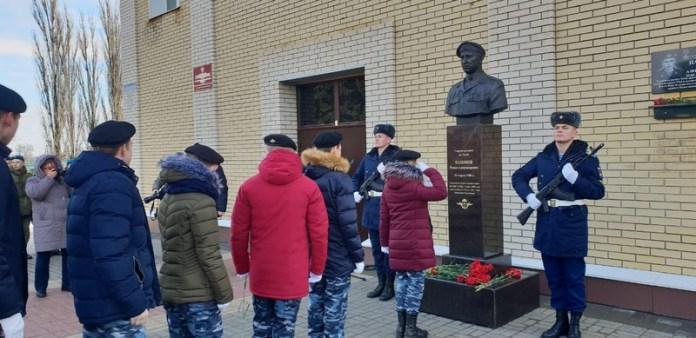 Команда десантного училища дошла до Липецкой области