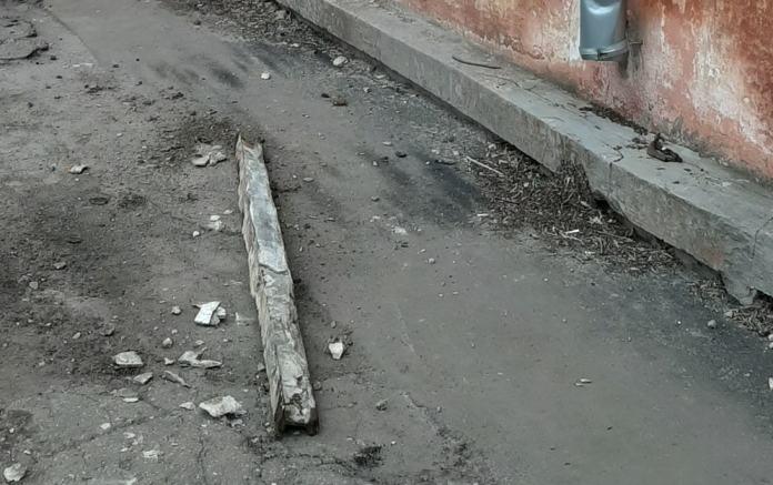 В центре Рязани обрушилась часть балкона жилого дома