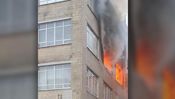 Здание «Лениздата» горит в Петербурге