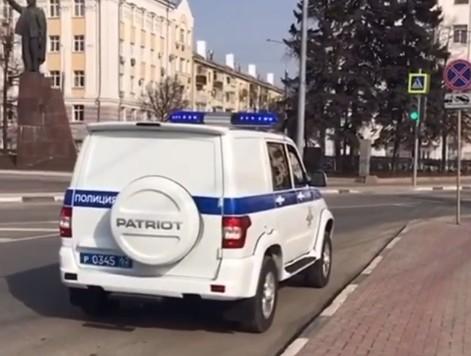 В Рязани полицейские предупреждают людей о необходимости самоизоляции