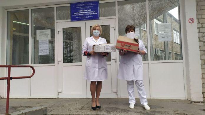 Елена Митина передала работникам Службы скорой медицинской помощи подарочные наборы для чаепития