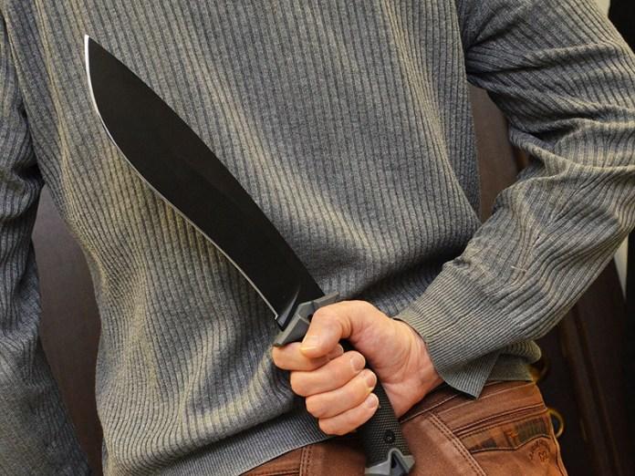 Мужчина с мачете набросился на продавца «Магнита» в Москве