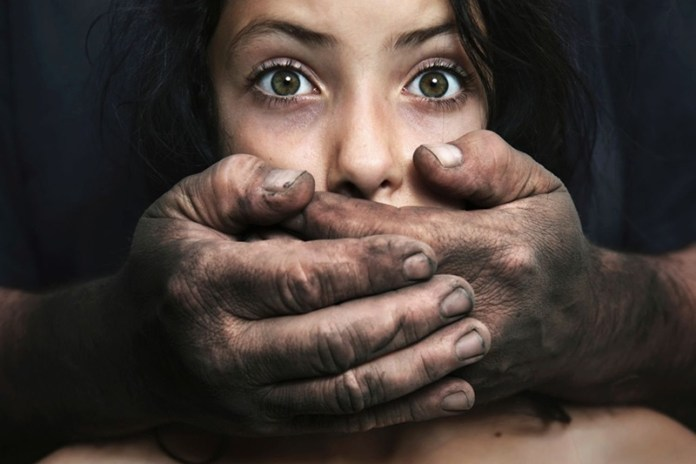 Мужчина изнасиловал и убил женщину из-за iPhone