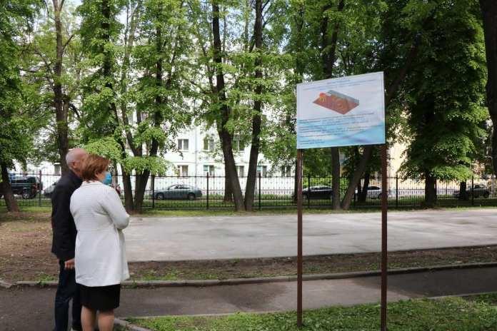 Елена Сорокина проверила, как благоустраиваются детские площадки в Рязани
