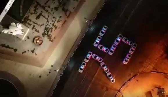 Полицейские выстроили цифру 75 из автомобилей в центре Рязани