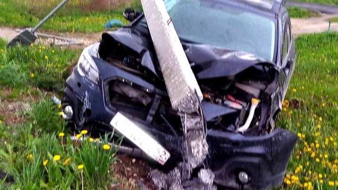 В Пронске уставший водитель снёс бетонный столб