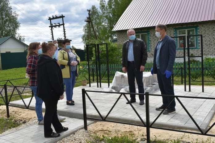 Аркадий Фомин проконтролировал строительство обелиска в Путятинском районе