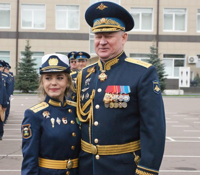 Из рязанского десантного училища выпустились 14 девушек