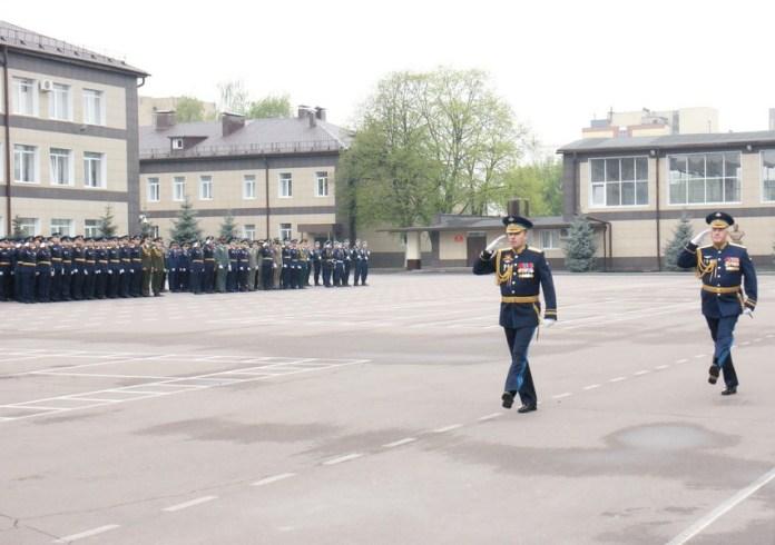 В День Победы в рязанском десантном училище провели выпускной