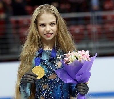 Рязанская фигуристка Трусова исполнила параллельный четверной тулуп с двумя мужчинами