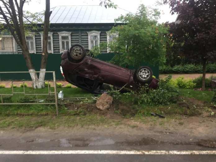 В Солотче перевернулся автомобиль