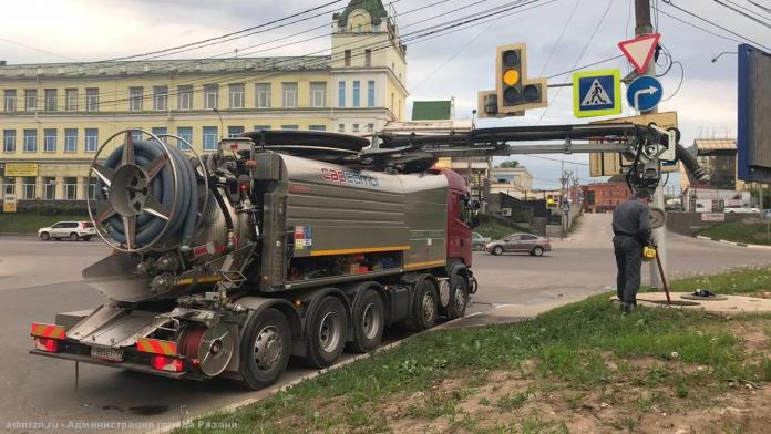 На улице Вокзальной санируют канализационный коллектор
