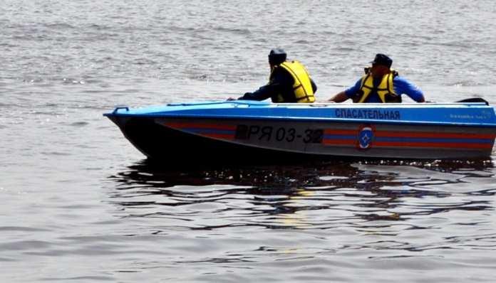 В Рязани спасли двух женщин, которых затягивало под дебаркадер