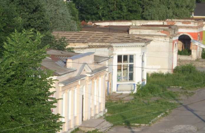 Полиция устанавливает обстоятельства пропажи крыши с павильона в Торговом городке