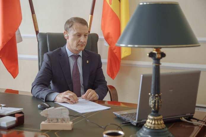 Аркадий Фомин принял участие в обсуждении законодательного обеспечения поправок в Конституцию