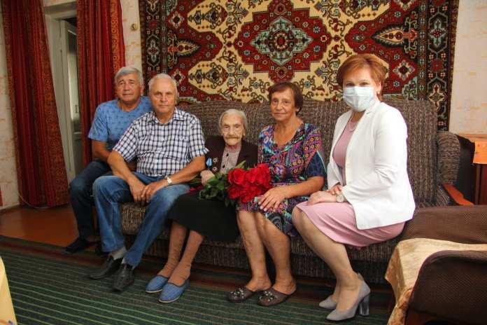 Елена Сорокина поздравила жительницу Рязани со 100-летним юбилеем