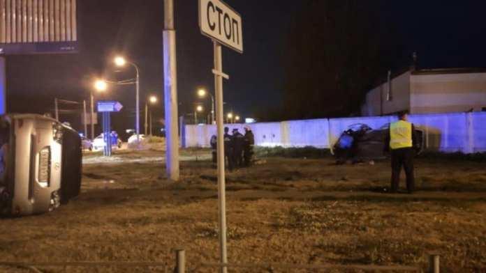 Три человека погибли в аварии с такси в Омске
