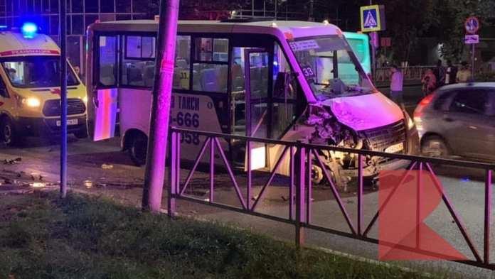 ДТП с маршруткой произошло в Рязани, на месте происшествия – несколько скорых