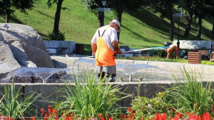 В Рязани чистят фонтаны