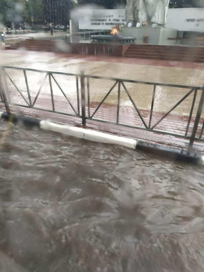 В Рязани выпал град, затопило улицы