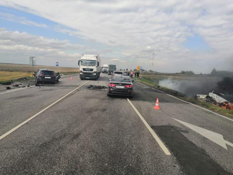 В Пронском районе во время ДТП загорелся автомобиль: есть погибший и пострадавший