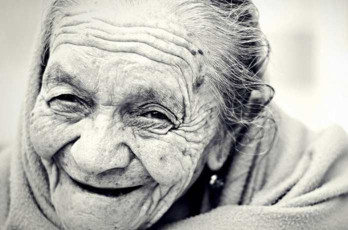 Учёные назвали пять признаков того, что человек проживёт долго