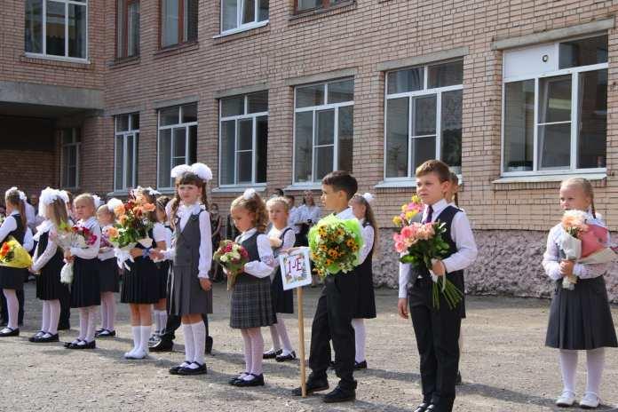 Елена Сорокина посетила новую школу в Горроще