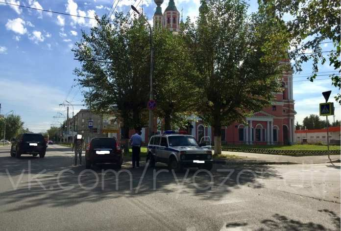 На улице Циолковского попала в аварию машина ДПС