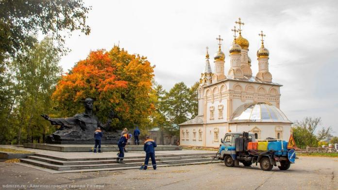 Территорию вокруг памятника Есенину в Рязани благоустроили