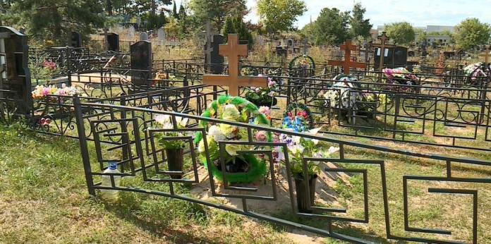 На кладбище под Рязанью у нескольких могил повреждены ограды