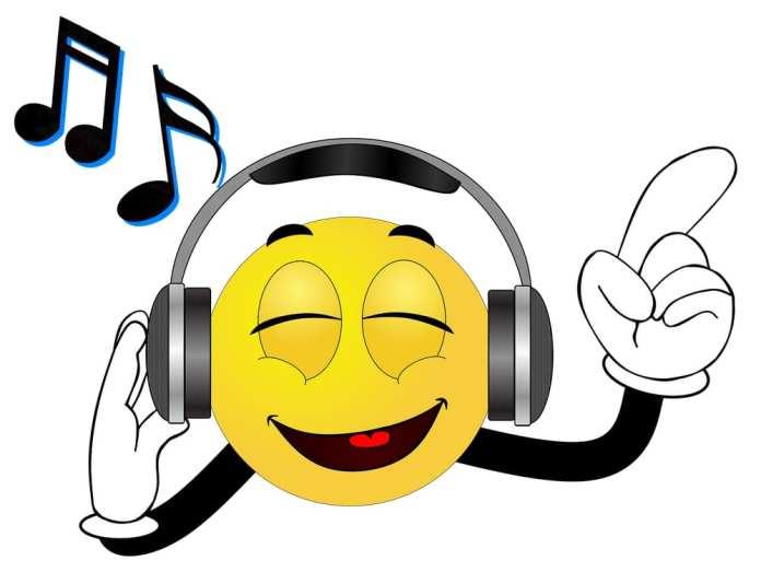 Врач рассказала, можно ли испортить слух, слушая музыку в наушниках