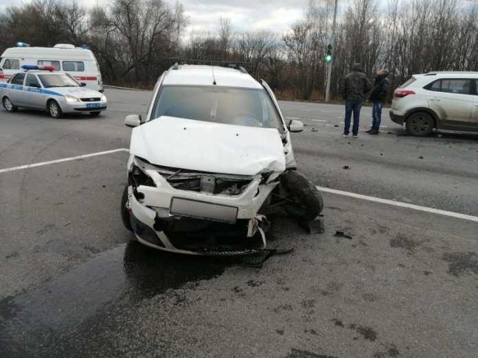 В Рыбновском районе на трассе М-5 столкнулись две легковушки