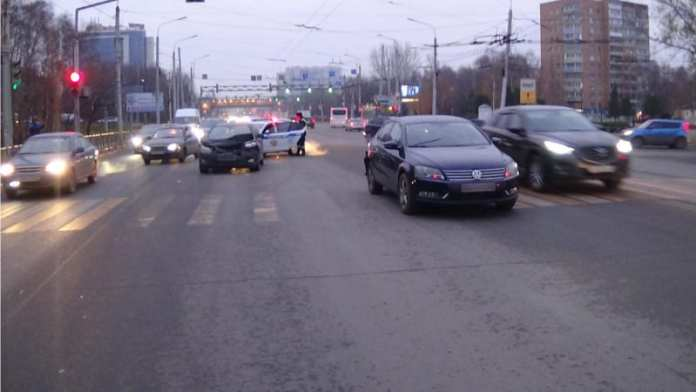 На Московском шоссе в Рязани столкнулись две иномарки