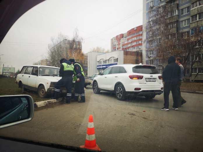 """На Зубковой """"четвёрка"""" столкнулась с иномаркой"""