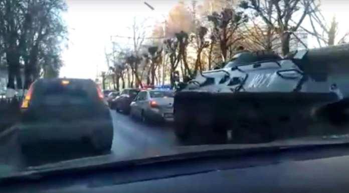По Рязани проехал БТР