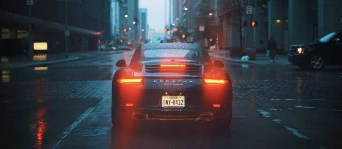 """У руководителя смоленской организации арестовали """"Porsche"""" за долги по налогам"""