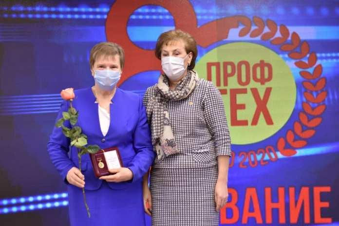Ольга Щетинкина наградила работников профессионально-технического образования