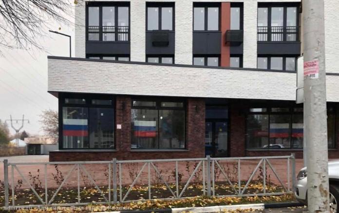 В День народного единства рязанцы вывесили флаги России на окнах