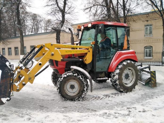 В Рязани борются с последствиями снегопада