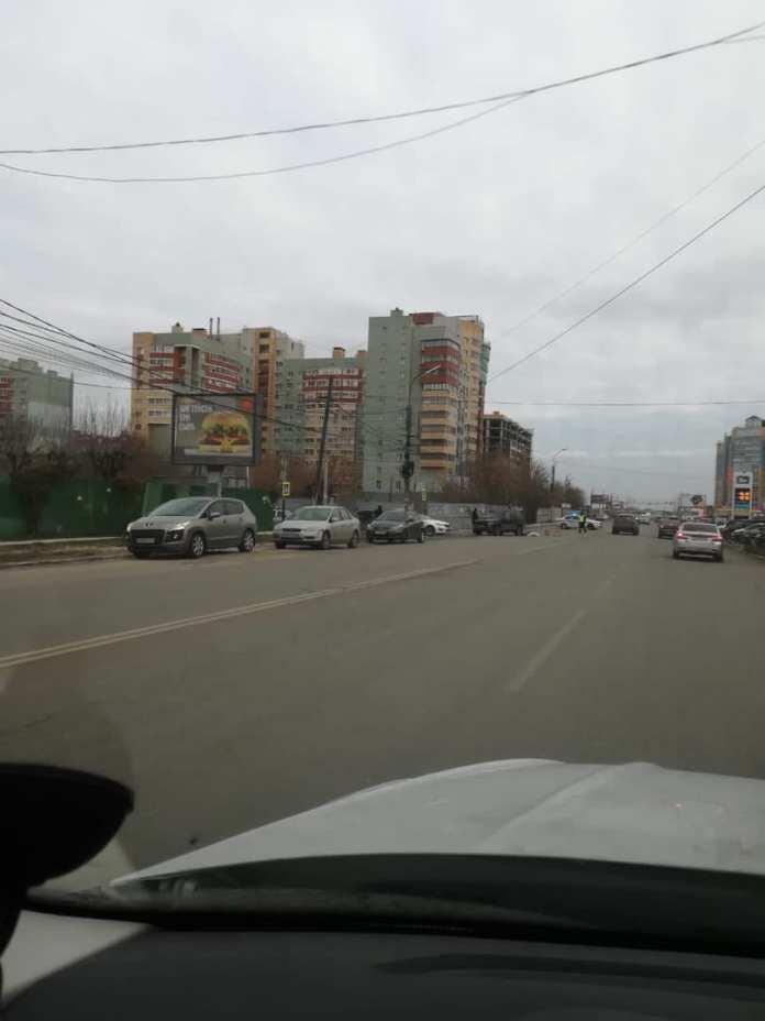 Появились фото с места смертельного ДТП на улице Есенина в Рязани