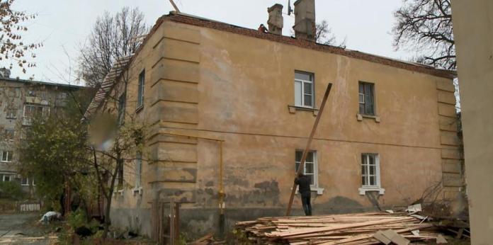 В жилом доме в Рязани во время ремонта обрушился потолок