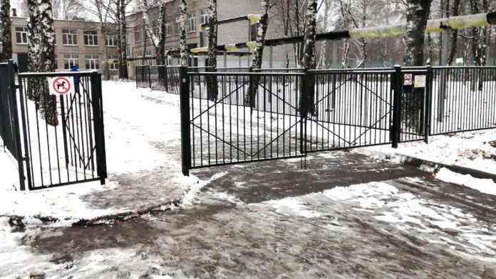 Руководителям школ и детсадов Рязани напомнили об ответственности за плохую уборку снега