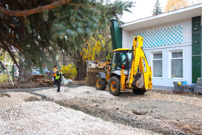 Сквер у завода металлокерамических приборов в Рязани начали благоустраивать