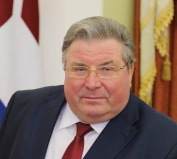"""Глава Мордовии подал в отставку, чтобы """"дать дорогу молодым"""""""