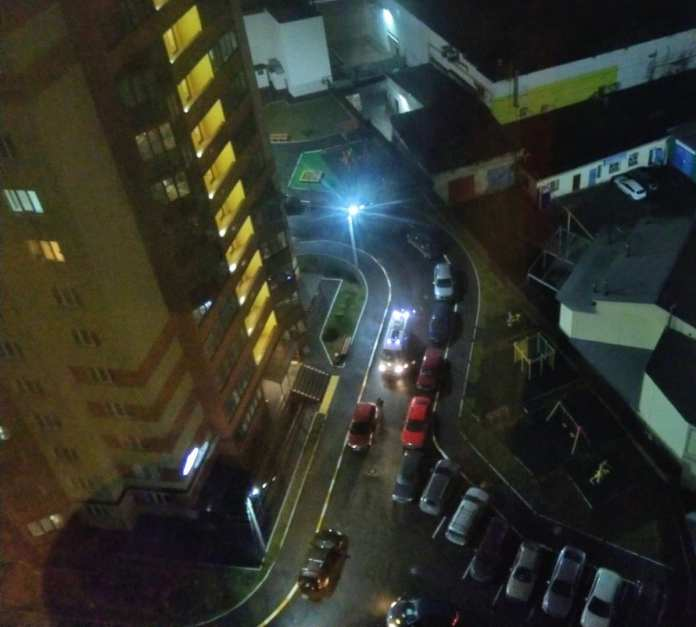 В Рязани скорая помощь не смогла выехать из двора из-за припаркованного автомобиля