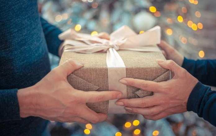 Что тебе подарить? Идеи новогодних сюрпризов для родных и друзей